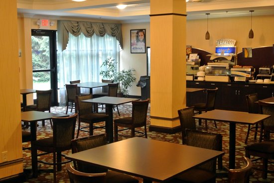 Holiday Inn Express Hotel & Suites Lebanon: The Breakfast Area