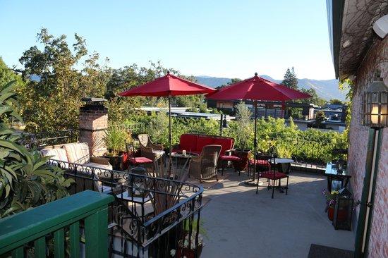 Maison Fleurie - A Four Sisters Inn : Outdoor Patio / Deck