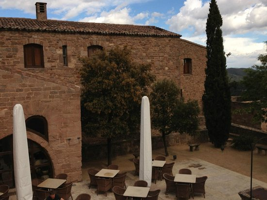 Parador de Cardona: View of the courtyard (You can have coffee or drinks here).