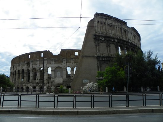 Hotel Royal House: the Colosseum-view from in front of the hotel