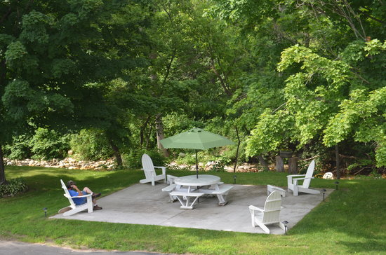 Cozy Corner Motel: picnic area