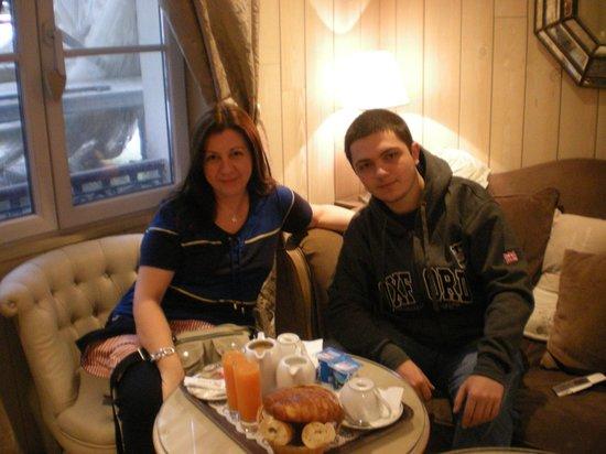 Hotel Cluny Square: Bom café da manhã para Paris.