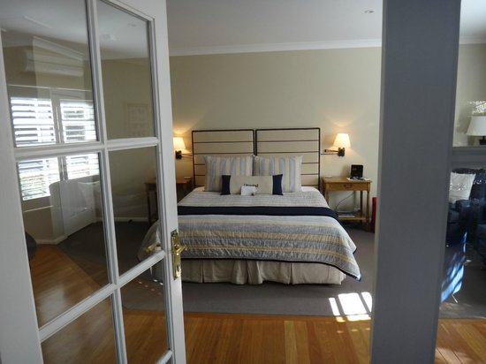 Bells at Killcare Boutique Hotel, Restaurant and Spa: King Sized Bed