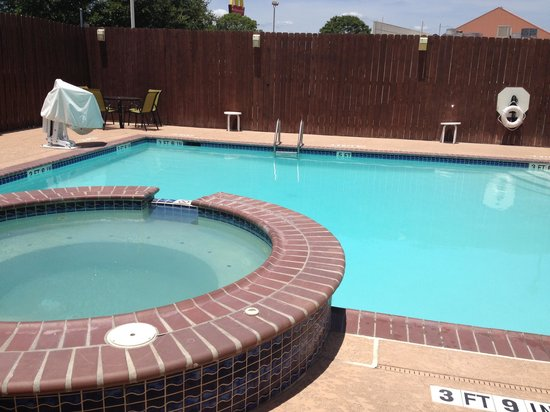 Holiday Inn Express Hotel & Suites Bastrop: Pool/jacuzzi