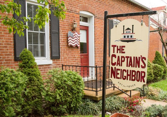 Captain Wohlt Inn: Inside the Captain's Neighbor you'll find the English Suite, the Native American, Irish and Fren