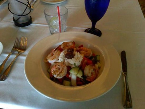 Aqua Seafood & Steaks: Med salad with grilled shrimp