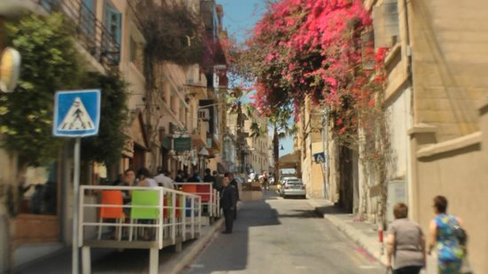 Alexandra Hotel Malta: The Avenue - a brilliant place to eat.