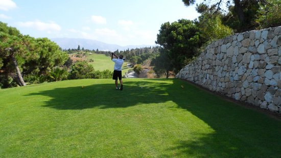 El Chaparral Golf Club: Into a revine then over water