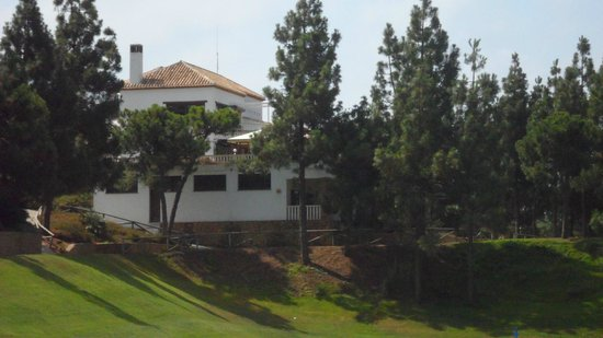 El Chaparral Golf Club: 18th with club house