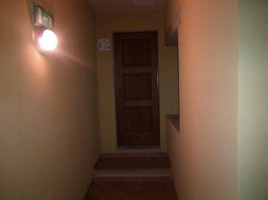 Il Piccolo Golf - Hotel Meuble: La porta d'ingresso della camera superior (camera 205)