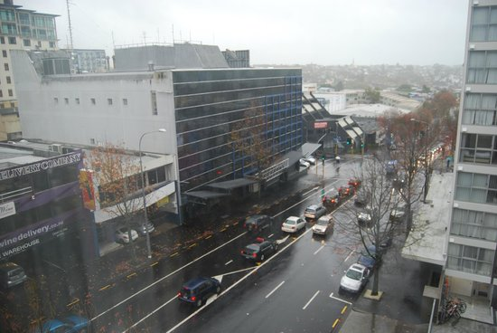 Auckland City Hotel-Hobson St : View of Cook Street from room