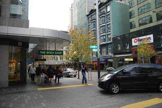 Auckland City Hotel-Hobson St : Nearby Queens Street for shopping