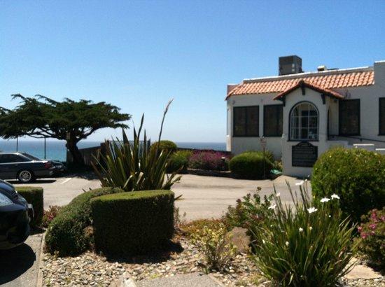 Moss Beach Distillery Restaurant: A perfect cliffside Pacific Ocean setting!
