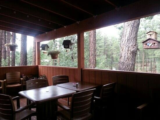 Darbi's Cafe: Outside dining