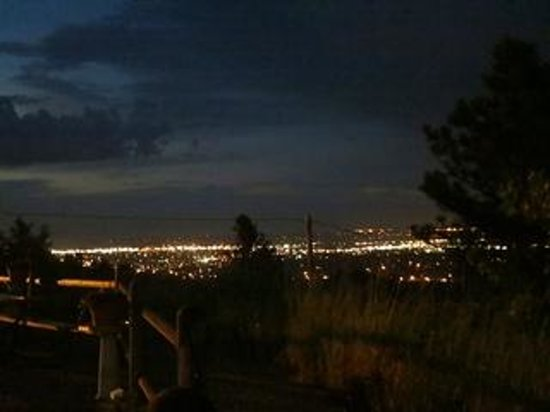 Big Sky Lodge : Night view