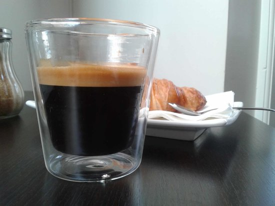 Moods Coffee Corner: Coffee and croissant