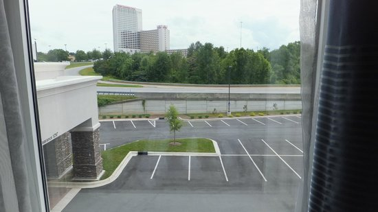 Hampton Inn & Suites Greensboro/Coliseum Area: Hotel Window