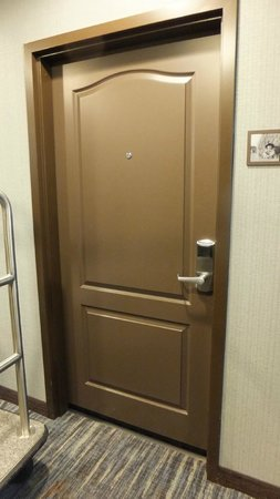 Hampton Inn & Suites Greensboro/Coliseum Area: Room Door