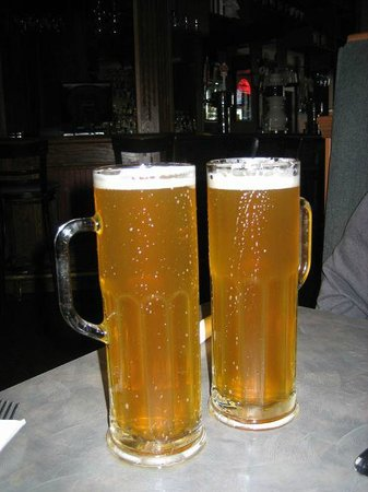 Brewsters Restaurant: Ice cold beer