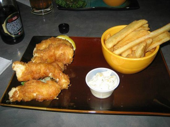 Brewsters Restaurant: Halibut and fries