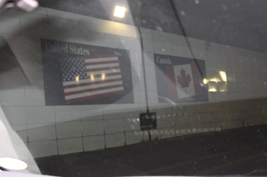 Detroit-Windsor Tunnel: The Border in the Tunnel!