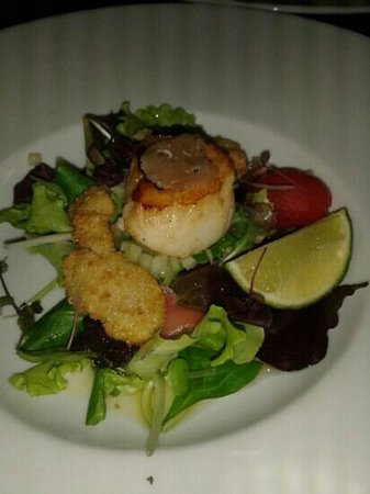 Assaggi : Seared fresh king scallops, black truffles and oyster beignets