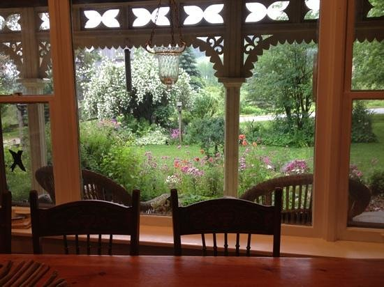Foxingham Farm Bed and Breakfast: view from breakfast area at Foxingham Farm, come enjoy thd gardens