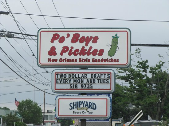 Po' Boys and Pickles : $2 drafts