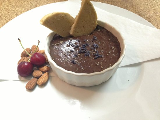 Applegate River Lodge : Chocolate Pot de Creme with locally made lavender sea salt & rosemary cookies