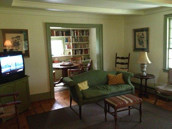 Shaker Meadows Bed and Breakfast: Livingroom