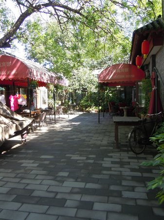 Red Lantern House West Yard: Il cortile esterno