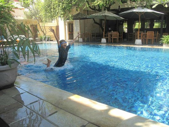 Best Western Kuta Villa: my son enjoying the pool