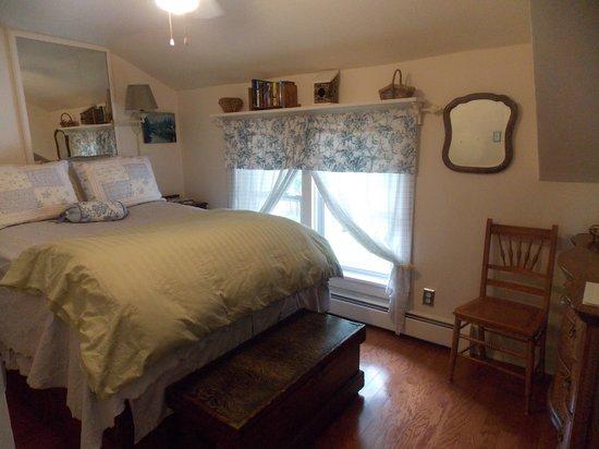 Ye Olde Manor House Bed and Breakfast: Oak Room