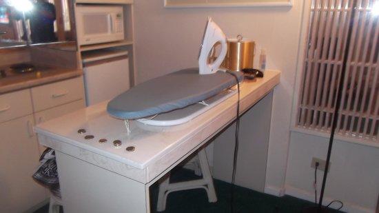 Kuhio Banyan Club : classic ironing board