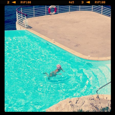 Hotel du Cap-Eden-Roc : Instagram of a fab woman with a swimcap in the pool