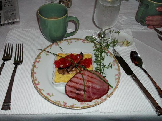 Benjamin F. Packard House Bed and Breakfast: Great Breakfasts