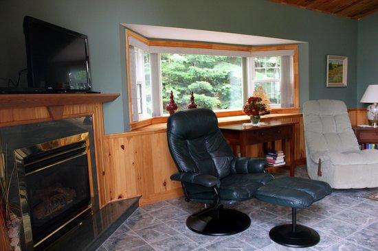 Dawson's Seaside Getaway: Living Room