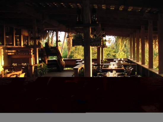 Lamanai Outpost Lodge: Beautiful open-air dining room