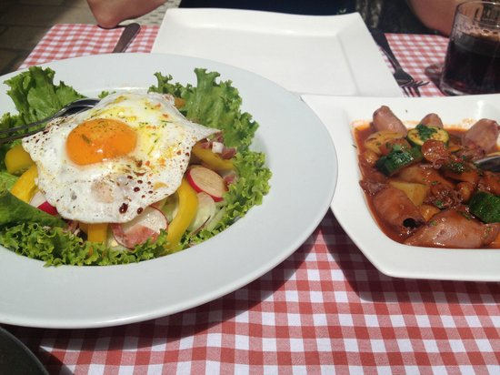 Konoba Pupo: Lunch - local salad and seafood stew (fresh and delicious)