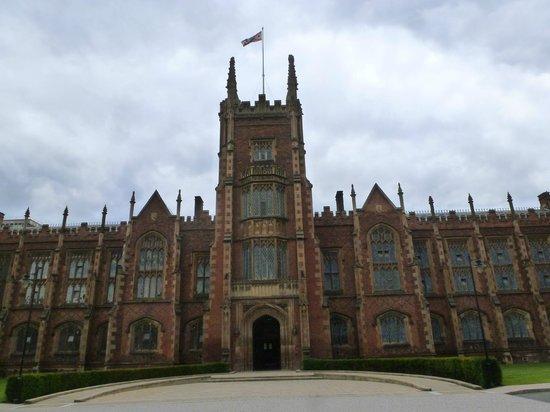 Queen's University: Campus