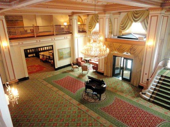Omni Severin Hotel: Beautiful back lobby area
