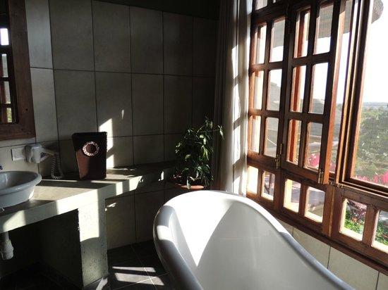 Kitela Lodge : Spacious and luxurious bathroom