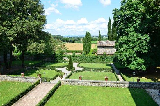 Villa di Piazzano: Hotel Grounds & Garden