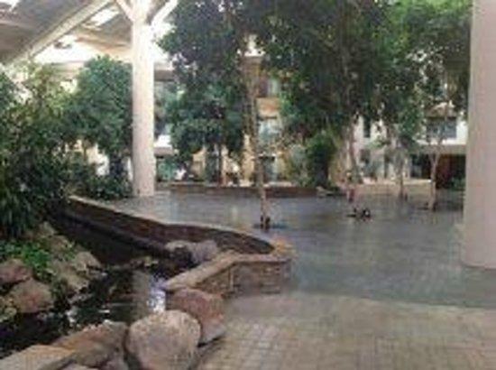 Crowne Plaza Concord: Atrium
