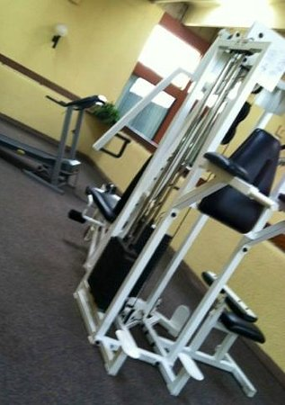 Red Lion Hotel Gallup: weight room (2 pieces of equipment)