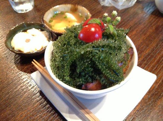 fuu cafe: 海ぶどうでお肉がみえない。左のジーマミー豆腐が絶品!