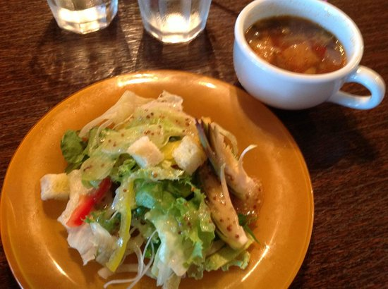 fuu cafe: パスタにつくサラダとスープ スープも美味!