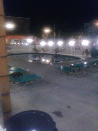 Dolphin Inn: the view of the pool area at night