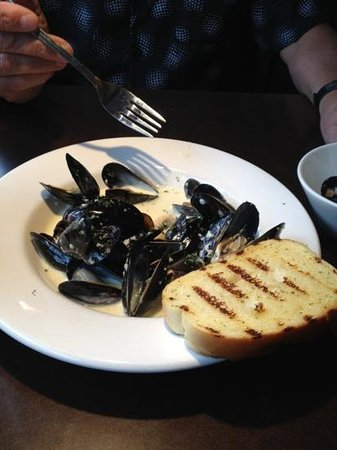 ONE Restaurant & 1 Lounge: Mussels in garlic cream sauce.