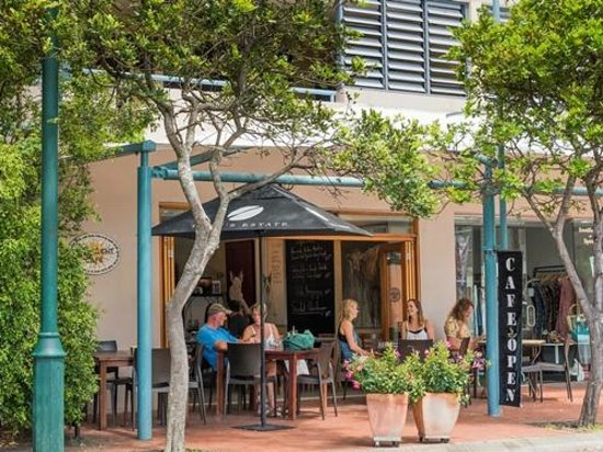 Byron Quarter Holiday Apartments: Cafe - 'Succulent' situated onsite